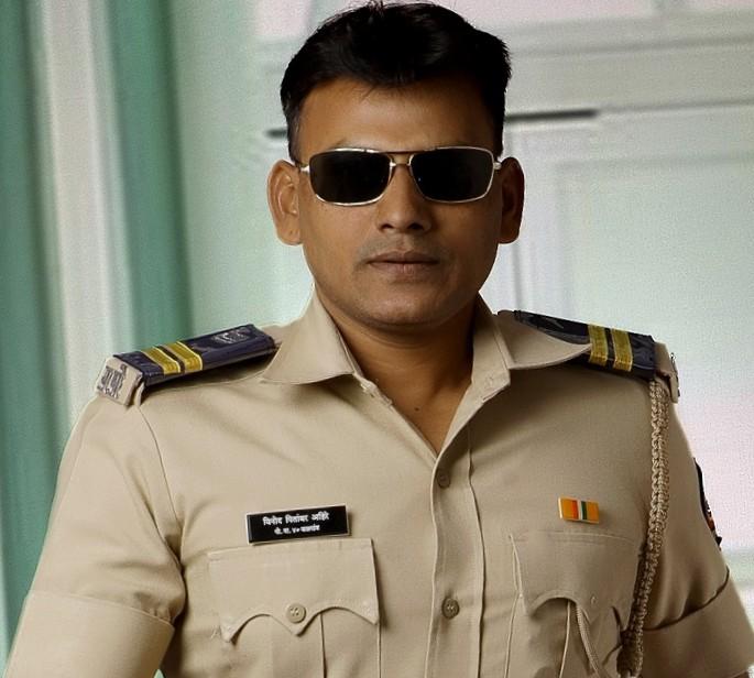 Adarsh Maharashtra | पोलीस नाईक विनोद पितांबर अहिरे यांनी दिले मुख्यमंत्री सहाय्यता निधीला एक...