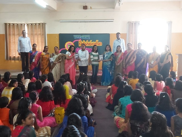 Adarsh Maharashtra | निर्भया पथकाने विद्यार्थ्यांसोबत रक्षबंधनाचा कार्यक्रम केला साजरा