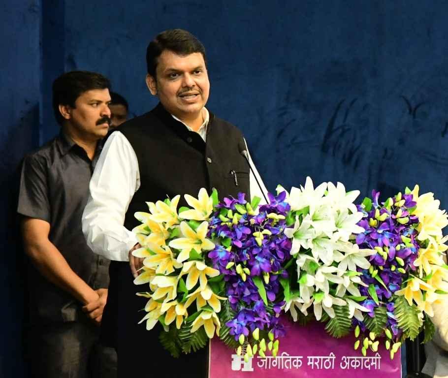 Adarsh Maharashtra | मराठी भाषेच्या विकासासाठी शासन कटिबद्ध  - मुख्यमंत्री