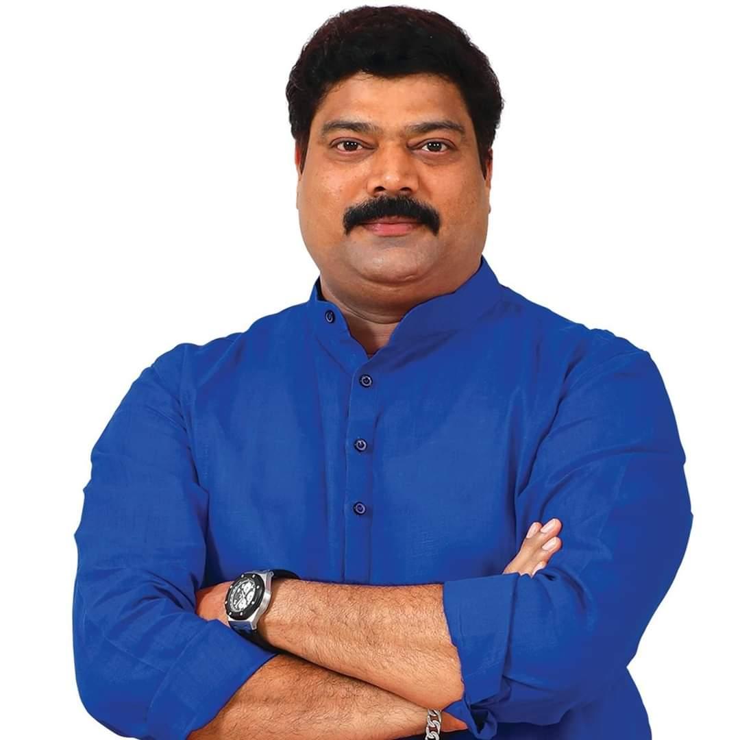 Adarsh Maharashtra | मनसे आमदारांचं केडीएमसी आयुक्तांना इंजेक्शन  भेट दिली;मनसे शहराध्यक्षांवरील गुन्ह्याचाही केला निषेध