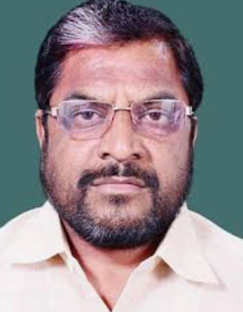 Adarsh Maharashtra   स्वाभिमानीमध्ये अंतर्गत वाद वाढल्याने राजू शेट्टींची विधानपरिषद आमदारकीतून माघार?