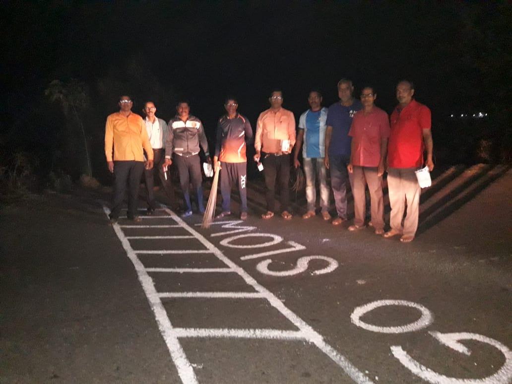 Adarsh Maharashtra | अपघाती रस्त्यावर मारले झेब्रा क्राॅसिंगचे पट्टे !!