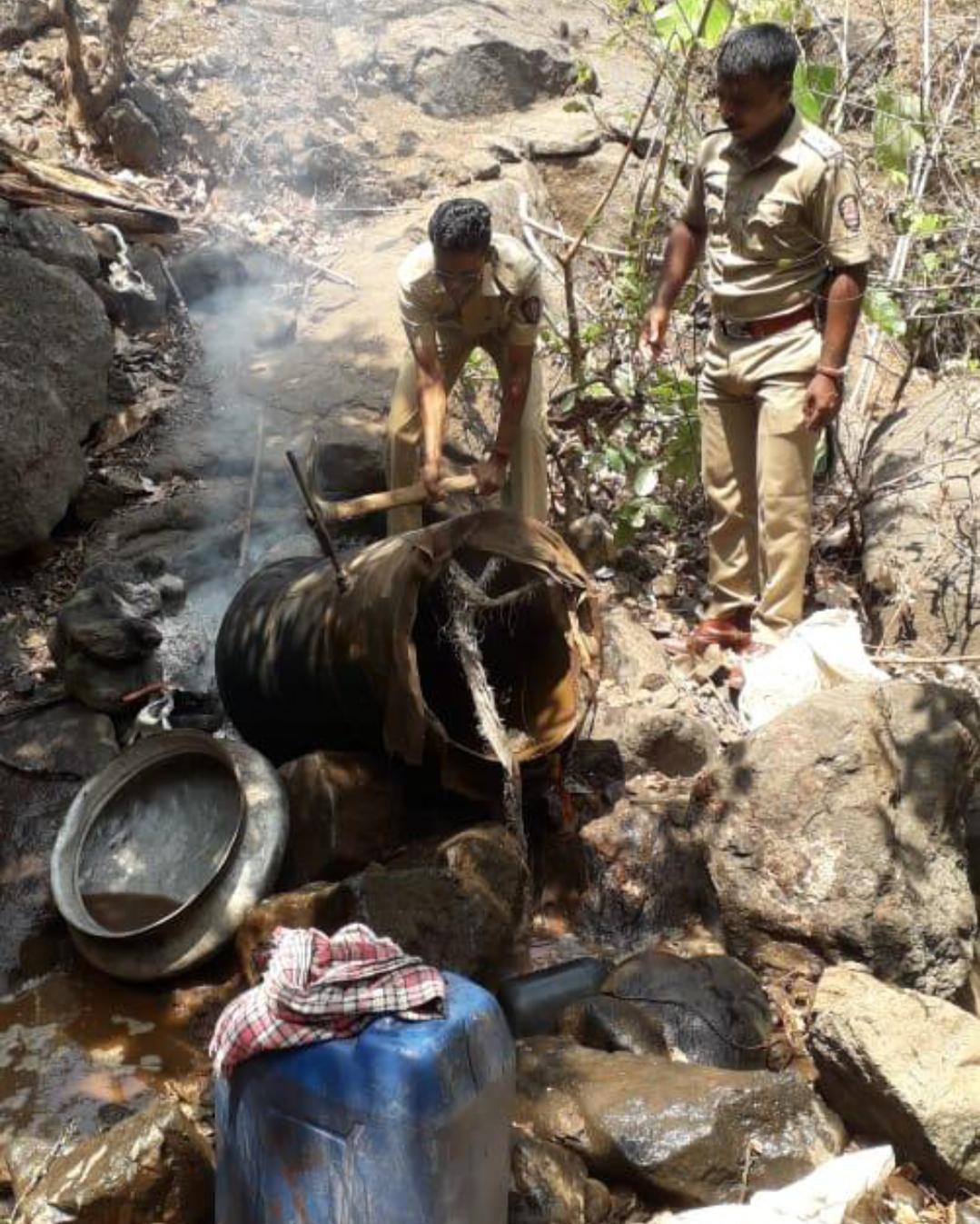 Adarsh Maharashtra | नेरळ पोलिसांनी केल्या पुन्हा दारुभट्ट्या उध्वस्त!
