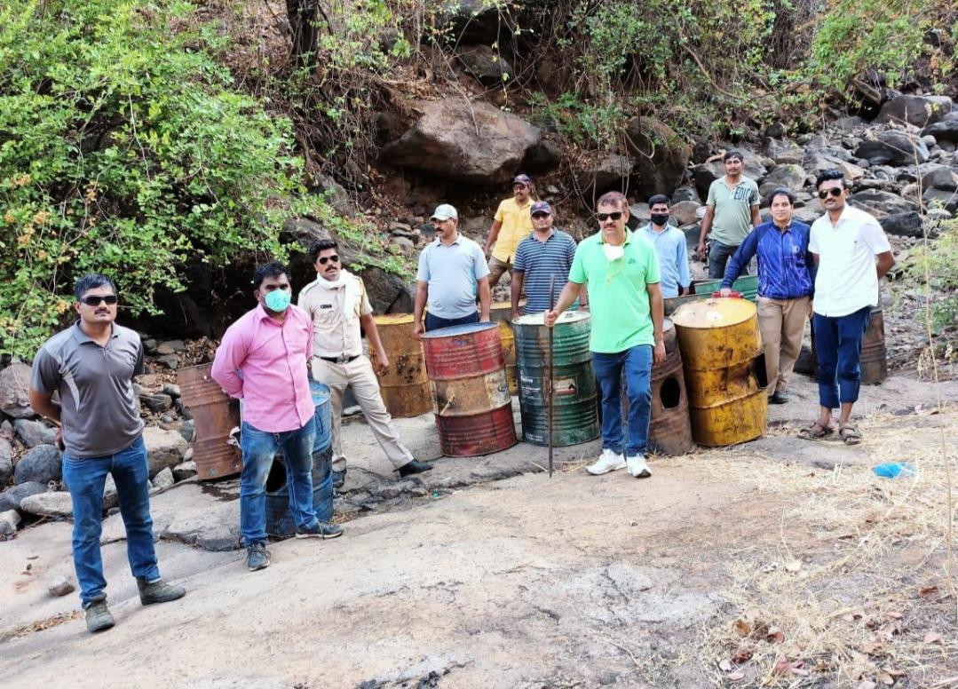 Adarsh Maharashtra | लाॅकडाऊन काळात नेरळ पोलिसांची धडक कारवाई! नेरळ हद्दीतील बेकरे जंगलात...
