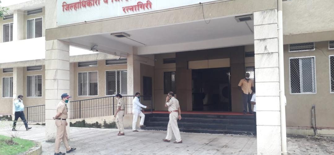 Adarsh Maharashtra   महिला पोलिस कॉन्स्टेबलने वाचवले आत्महत्येचा प्रयत्न करणा-या इसमाचे प्राण