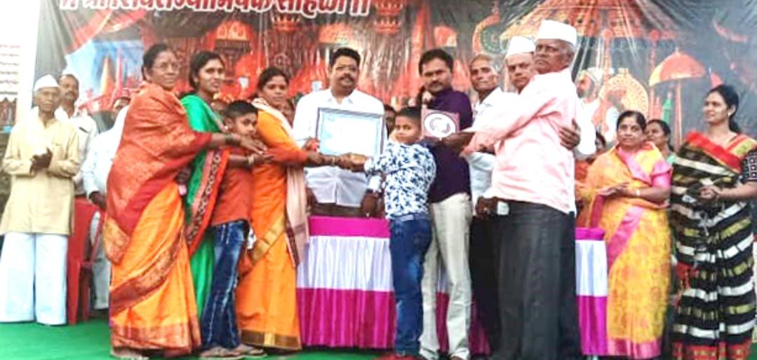 Adarsh Maharashtra | प्रगतशील महिला शेतकरीचा पुरस्कार, स्नेहल संजय जगदाळे यांना प्रदान