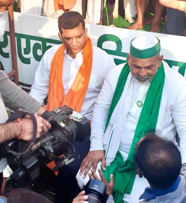 Adarsh Maharashtra   मंत्री अस्लम शेख यांनी घेतली दिल्लीतील आंदोलनकर्त्या शेतकऱ्यांची भेट