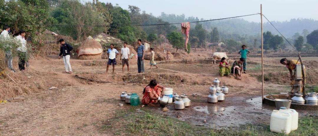 Adarsh Maharashtra   कऱ्हे येथील चुन्याचा पाडा नळ योजना अपूर्णावस्थेत,ग्रामस्थाची चौकशीची...