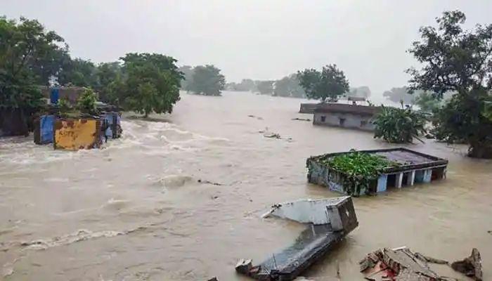 Adarsh Maharashtra   तेलंगणात पावसाचे ५० बळी, मुख्यमंत्र्यांनी जाहीर केली मदत
