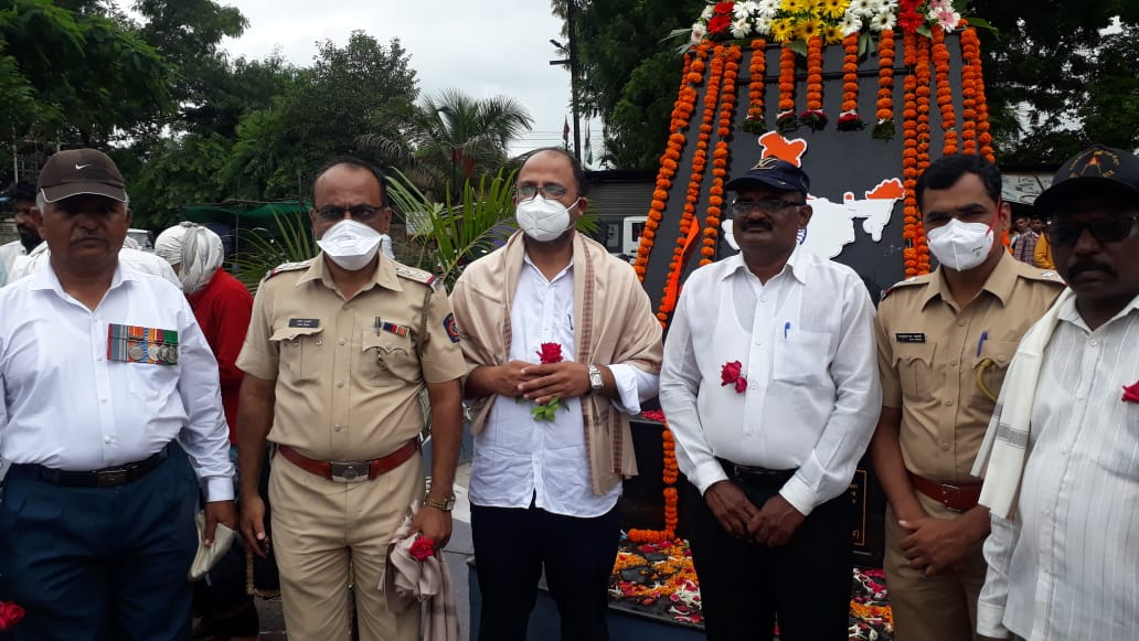 Adarsh Maharashtra | महाराष्ट्र पत्रकार संघाच्या वतीने माजी सैनिकांचा सन्मान