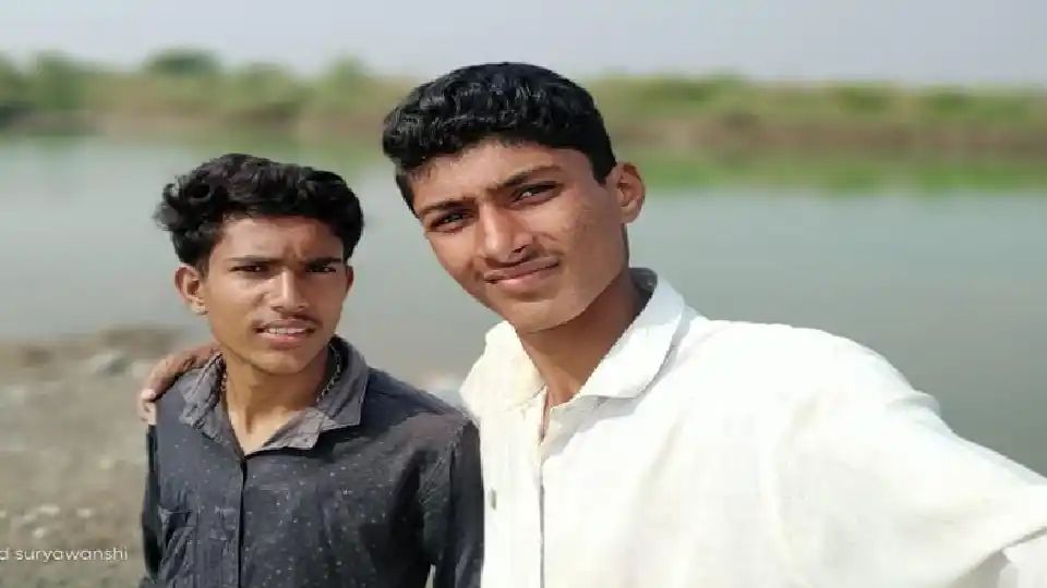 Adarsh Maharashtra | मित्राला वाचवताना तो ही बुडाला;दोन जीवलग मित्रांचा मृत्यूने मुंगसे गावावर...
