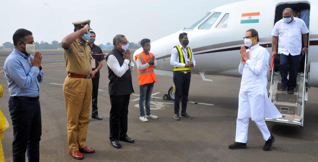 Adarsh Maharashtra | मुख्यमंत्री उद्धव ठाकरे यांचे नागपूर विमानतळावर आगमन