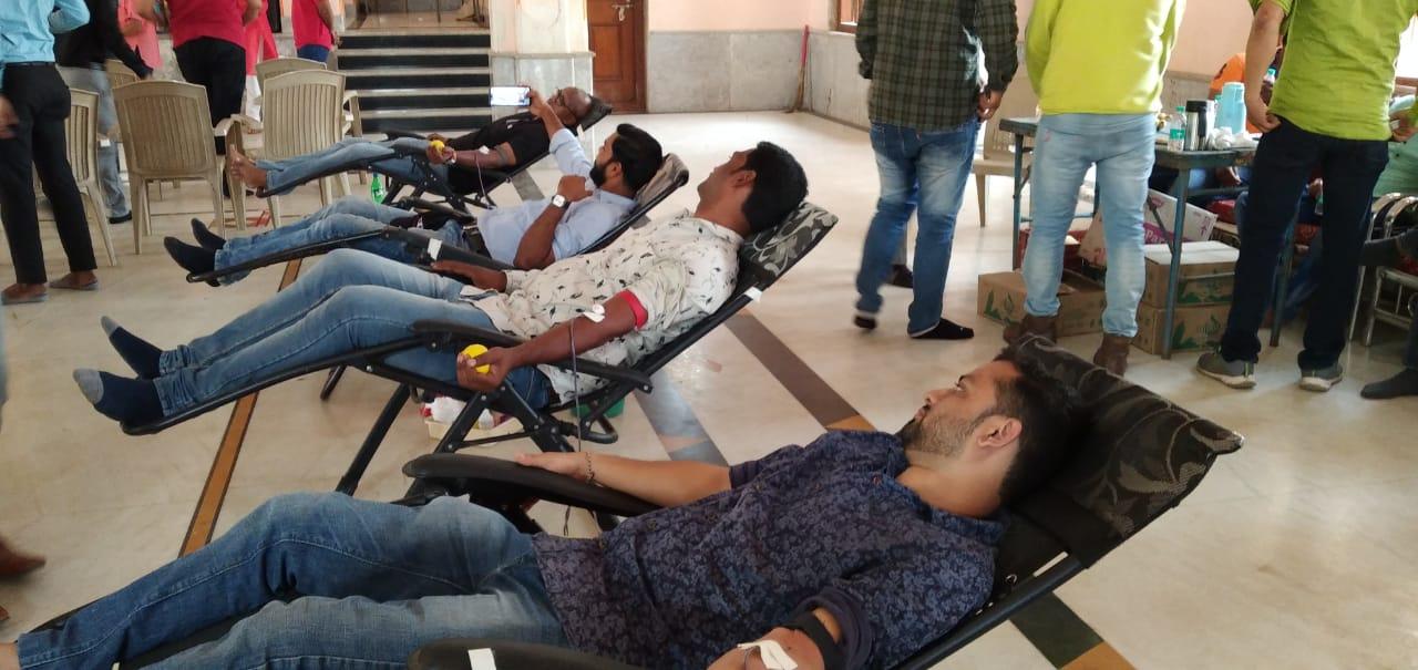 Adarsh Maharashtra | लोकनेते दि बा पाटील यांच्या जयंतीनिमित्त आयोजित रक्तदान शिबिराला उत्तम...