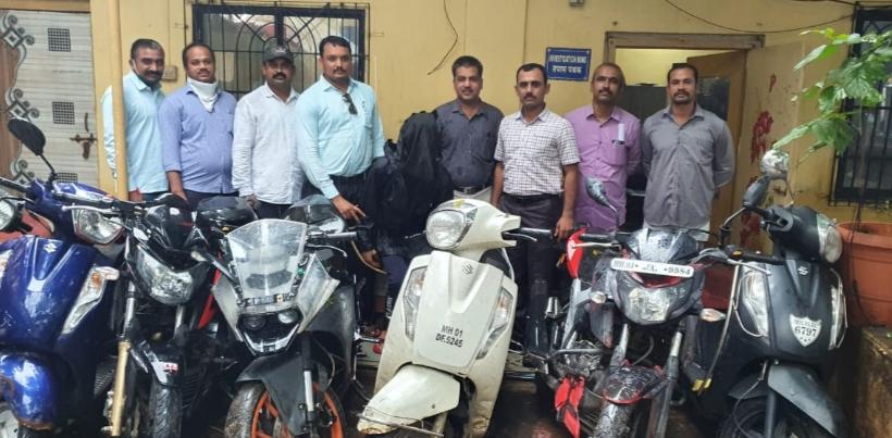 Adarsh Maharashtra | कल्याण अँटी रॉबरी सेलकडून सराईत बाईकचोर गजाआड; 8 महागड्या बाईक हस्तगत