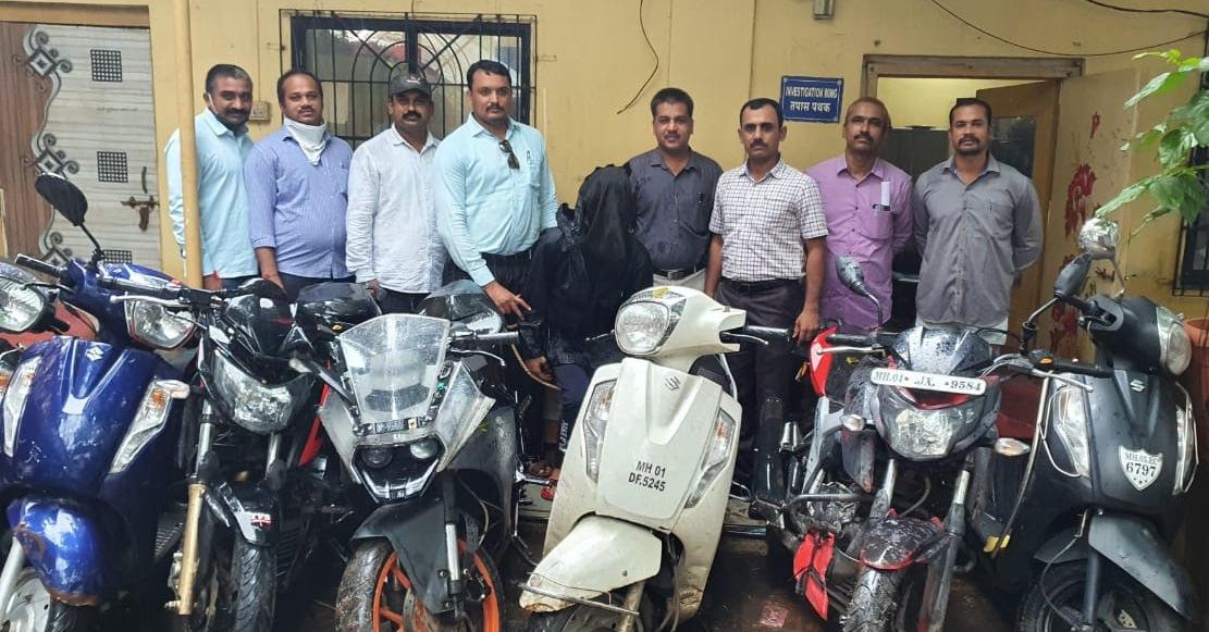 Adarsh Maharashtra | कल्याण अँटी रॉबरी सेलकडून सराईत बाईकचोर गजाआड ८ महागड्या बाईक हस्तगत