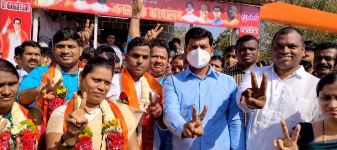Adarsh Maharashtra | खोणी-वडवली ग्रामपंचायतीवर फडकला शिवसेनेचा भगवा... सरपंचपदी वंदना ठोंबरे
