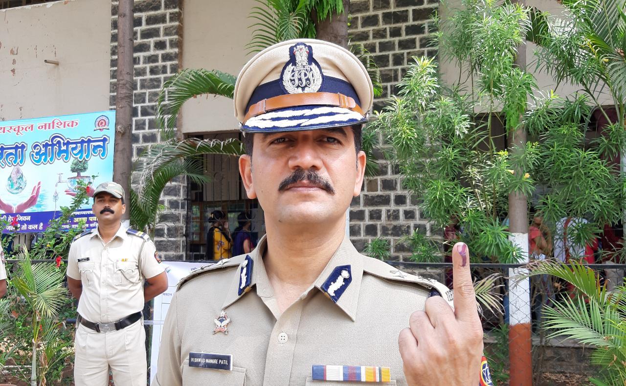 Adarsh Maharashtra | महापौर, जिल्हाधिकारी, पोलीस, मनपा आयुक्त मतदानाचा हक्क बजावतांना आघाडीवर
