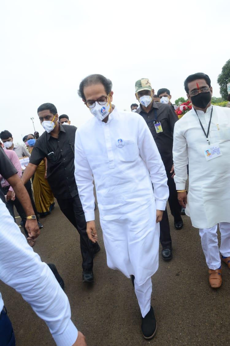 Adarsh Maharashtra | अक्कलकोट रामपूरातील शेतकऱ्यांना मुख्यमंत्री उध्दव ठाकरे यांनी दिला...