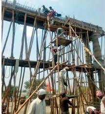 Adarsh Maharashtra | चौथ्या मजल्यावरून पडून मजुराचा मृत्यू