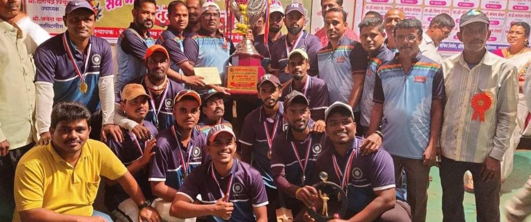 Adarsh Maharashtra   भवानी नडगांव अ संघ भेलोशी  चषकांचे प्रथम मानकरी .. उपविजेता जन्नीदेवी...