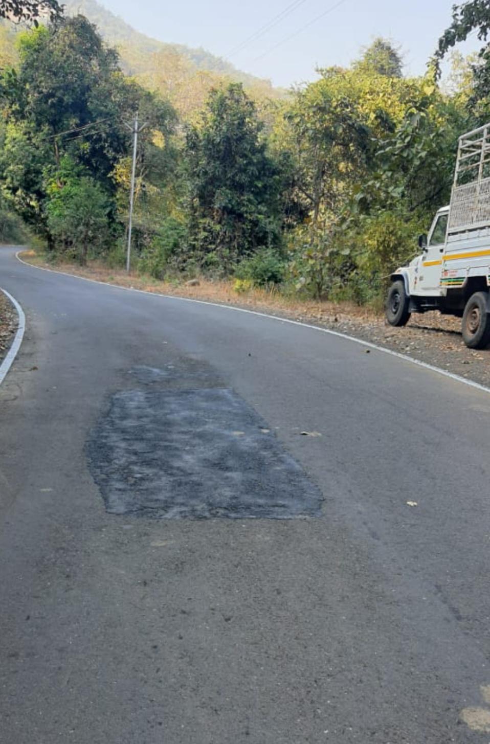 Adarsh Maharashtra   रस्त्यालगत खेळणारी मुलगी मोटासायकल अपघातात गंभीर जखमी