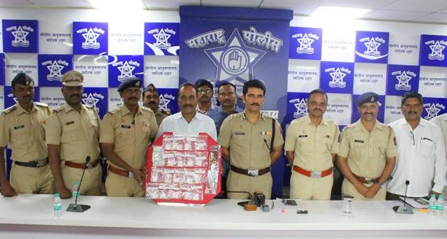 Adarsh Maharashtra | नाशिक: तिघा सोनसाखळी, मोबाईल चोरट्यांच्या हातात बेड्या - एका सोनाराचा समावेश,सुराही हस्तगत
